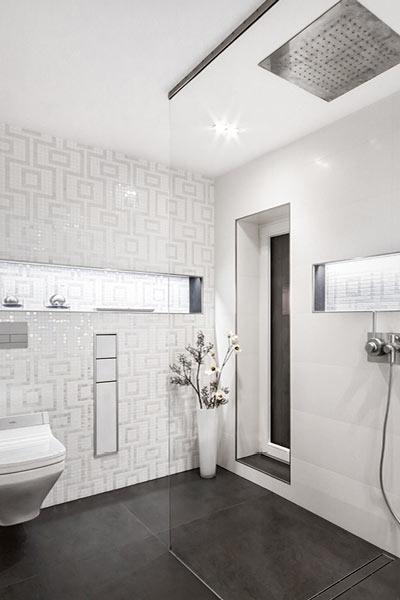 Muster im weißen Badezimmer - Himmels Heinsberg - DIE BADGESTALTER