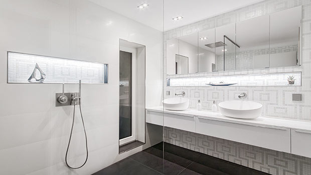 Edle Schöne im weißen Badezimmer - Himmels Heinsberg - DIE ...